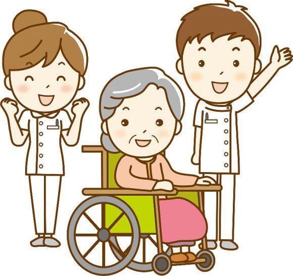介護士と老人が車いす笑っている姿